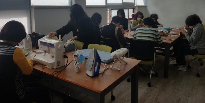 11통영시청 여직원, 수제 면 마스크 제작 기탁1.jpg